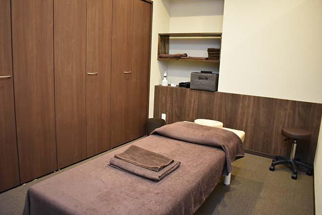 47(フォーティーセブン) 清潔感のある施術スペース