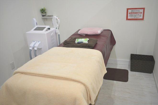 シュクレ 清洲店(Shucre) 脱毛用のお部屋は「完全個室」で、ベッドも大きめ