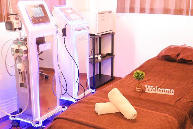 CHARME スッキリとした完全個室の施術スペース
