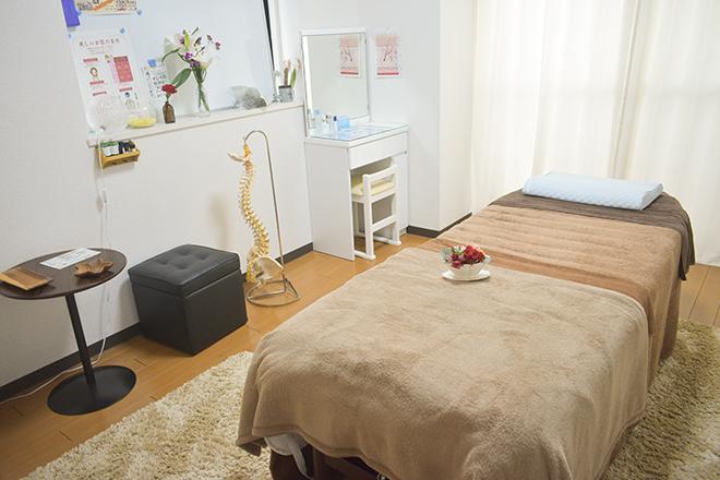 カラダセラピー(KaRaDaセラピー) カイロとエステでベッドを使い分けています