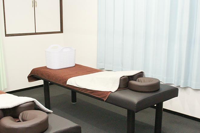 楽庵整体院 東武練馬店 白と茶色を基調にしたアットホームな空間