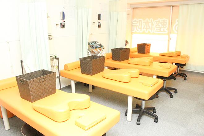 こころ整体院 渋谷院 オレンジを基調とした爽やかな店内