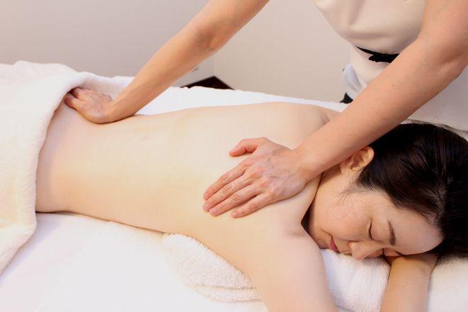 エッセンスマム東京 疲れを癒しながら肩甲骨こり・腰痛改善!