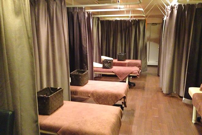 こり重(KORIJYU) ~難波・道頓堀『本格安』オイルマッサージ専門工房~ ベッドがたくさんあり、広々とした空間♪