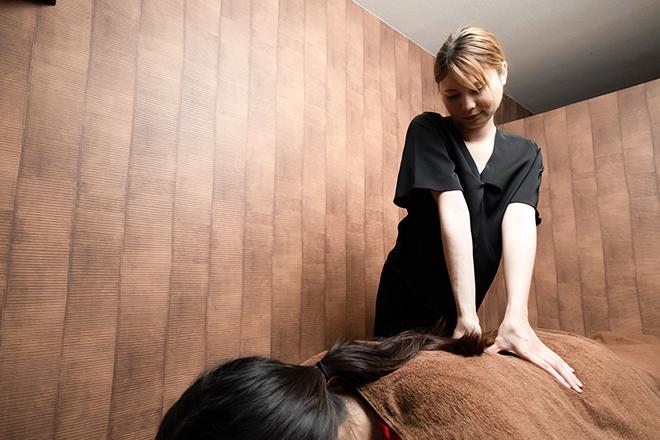こり貴族(KORIKIZOKU Z) 肩や腰のお疲れを癒す、オールハンドの施術