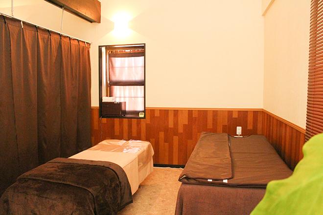 エステサロン秀 ベッド8台を設置☆穏やかな空間