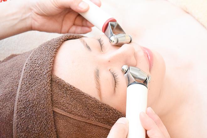 琥珀(beauty salonコハク) 低周波のマシンでたるみをキュッと引き上げます