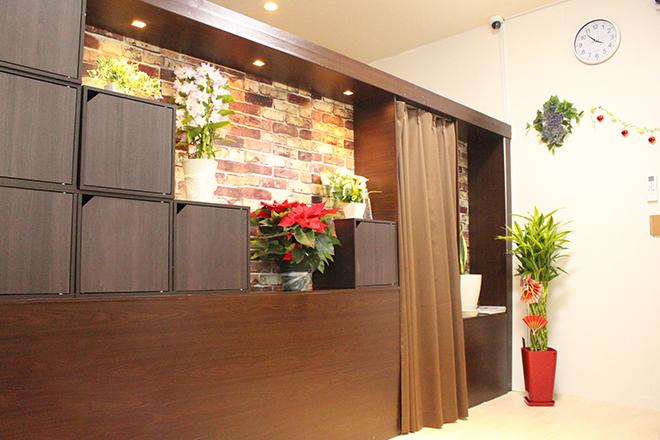 アロマビューティーサロン 港南台駅前店 明るい雰囲気×ブラウンベースで統一感◎