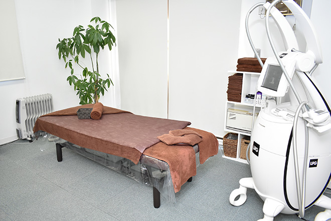 ファシア トータルテラピー 明るく清潔感のある空間での施術