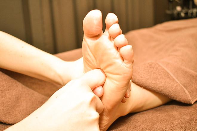 慢性的な足の張りや冷えも癒す、強めの施術
