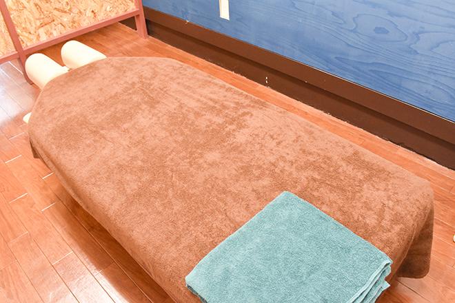 Sherpa 幅広の施術ベッドを設置