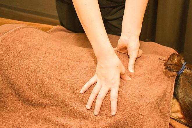 水口温泉 つばきの湯 癒し処 着衣の上から筋肉の張りを心地良く緩めていきます