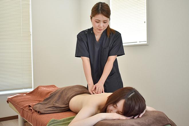 八鍼灸院 リンパの流れを促していくアロマほぐし