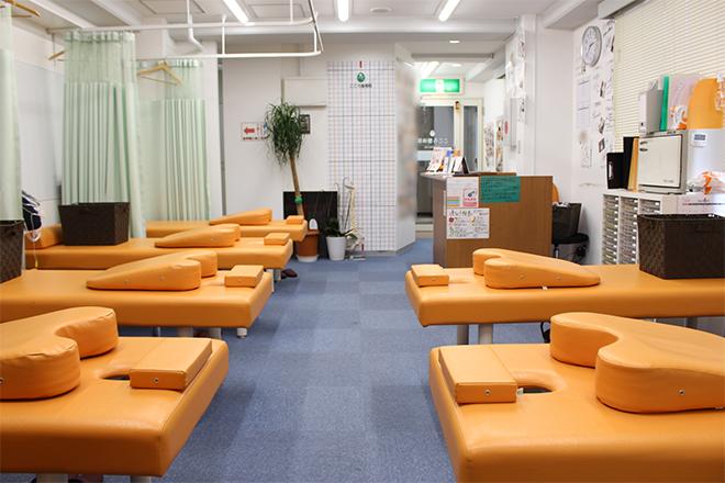 こころ整体院 横浜駅西口院 明るく、開放的な店内