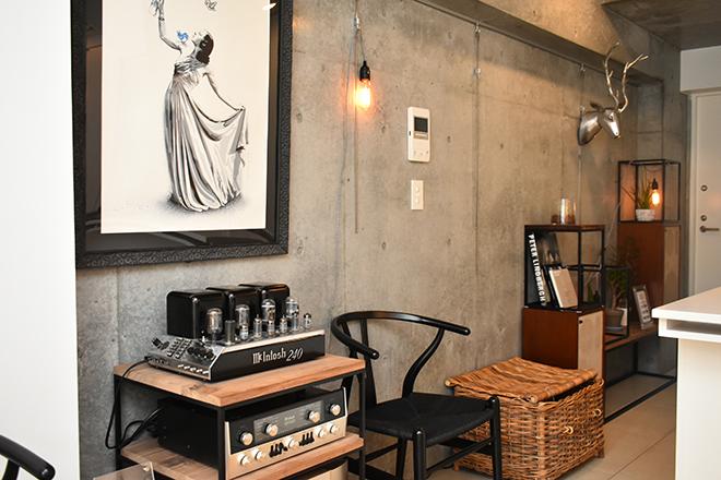 ウンジョルノフェリーチェ 表参道店 インテリアにこだわり、洗練された空間作りを