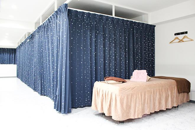 グリーンツリー 落ち着いた星空柄のカーテン