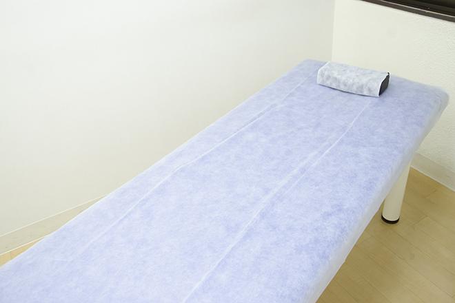ストラッシュ 新潟店(STLASSH) シンプルで清潔感あふれる施術台