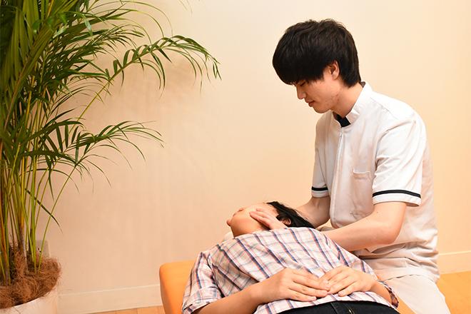 こころ整体院 札幌駅前院 背骨と首の調整を行います