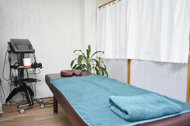 健康の森 整体院 清潔感のある明るい施術スペース◎