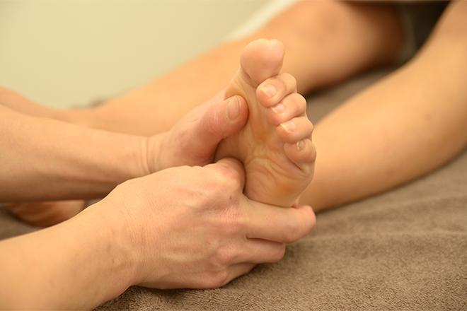 アシツボルー(足つぼLUU) 腰やひざ関節の違和感にもおすすめです◎