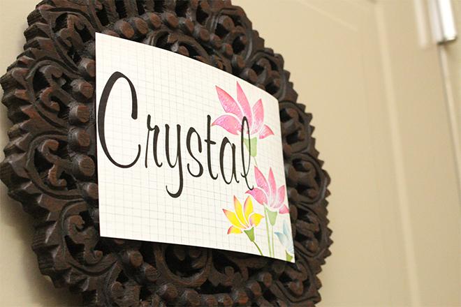 CRYSTAL 個室空間でマンツーマンの施術