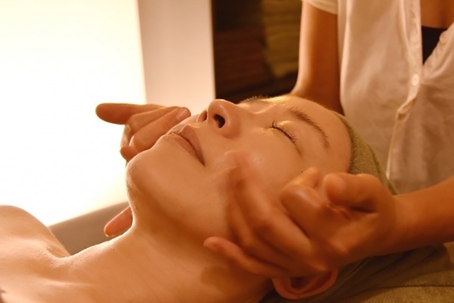 Therapy 凸凹肌からエイジングサイン、小顔まで!