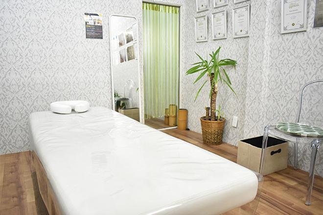 治療しない治療院 明るく開放感のある空間