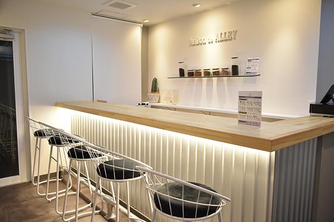 Maison de ALLEY カフェ併設のサロンです