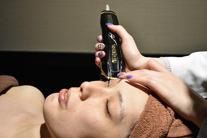 ハイフドットコム甲子園口店((HIFU.com) 美容液導入・LED・EMSが同時にできる美顔器