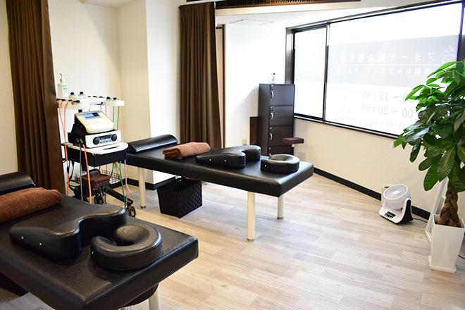 フォーゼ鍼灸整骨院 シックで、穏やかなひと時を過ごせる空間