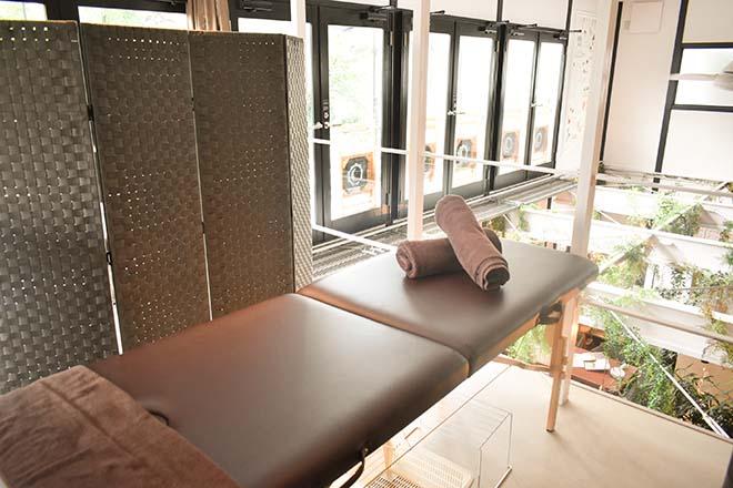 カフェの2階にあるナチュラルテイストな空間