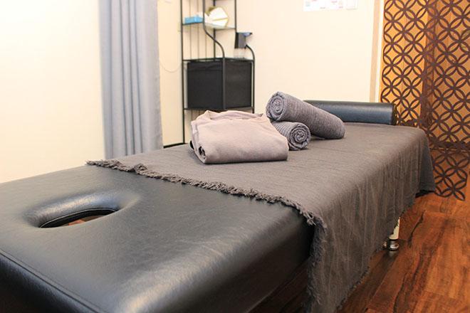 エクラ 鍼灸院(eclat) シックな色調の落ち着ける空間です