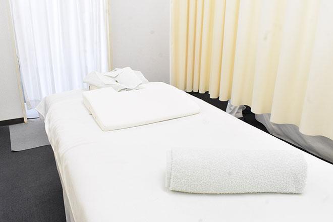 えがお整骨院 行田市院 半個室のプライベート空間で心と身体に休息を