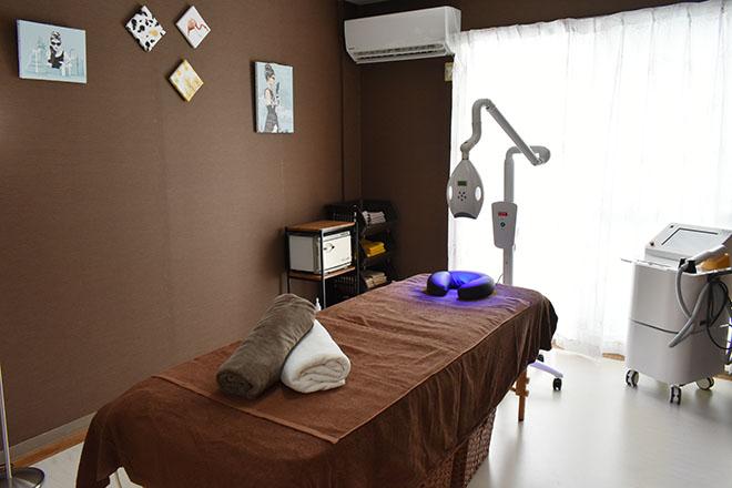 光が射し込む完全個室の施術ルーム