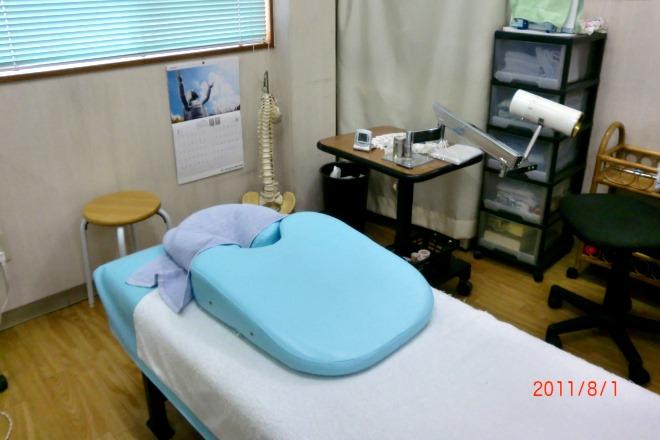 森田健康回復センター こちらのベッドでゆっくり、施術をいたします。