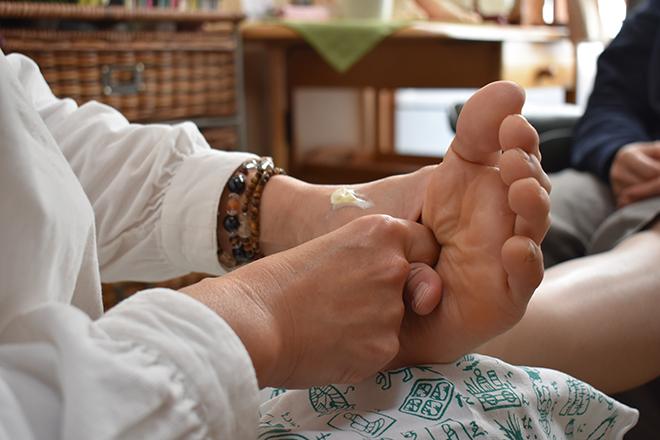 腰・膝専科 若石足療 やえさくら  | コシヒザセンカ ジャクセキソクリョウ ヤエサクラ  のイメージ